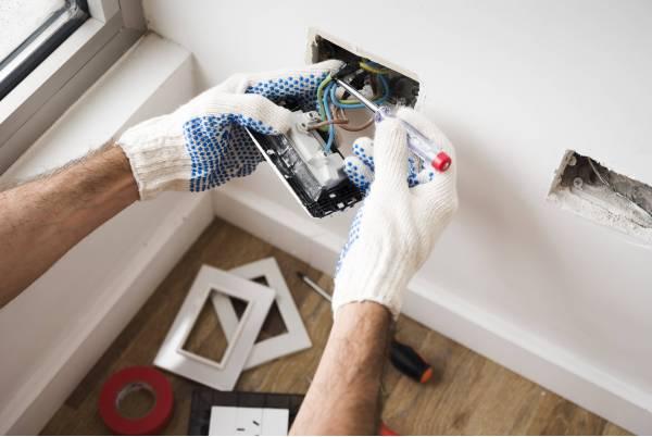 Jak zamontować gniazdka elektryczne?