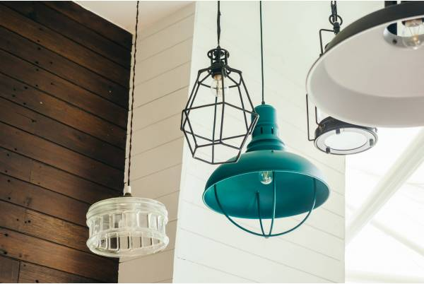Lampy loftowe do salonu