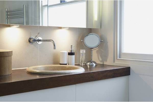Jakie lampy warto zamontować w łazience?